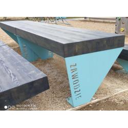 Stół z grubych belek S-147